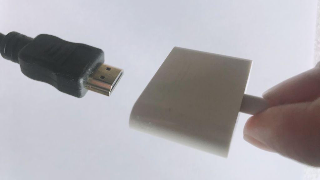 テレビでiPhoneの画面を映す方法:HDMIケーブルと「Lightning - Digital AVアダプタ」をつなぐ